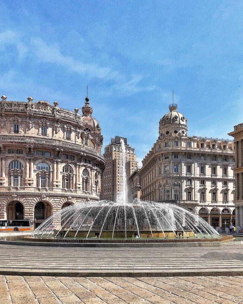 la stupenda fontana in centro alla piazza De Ferrari a Genova