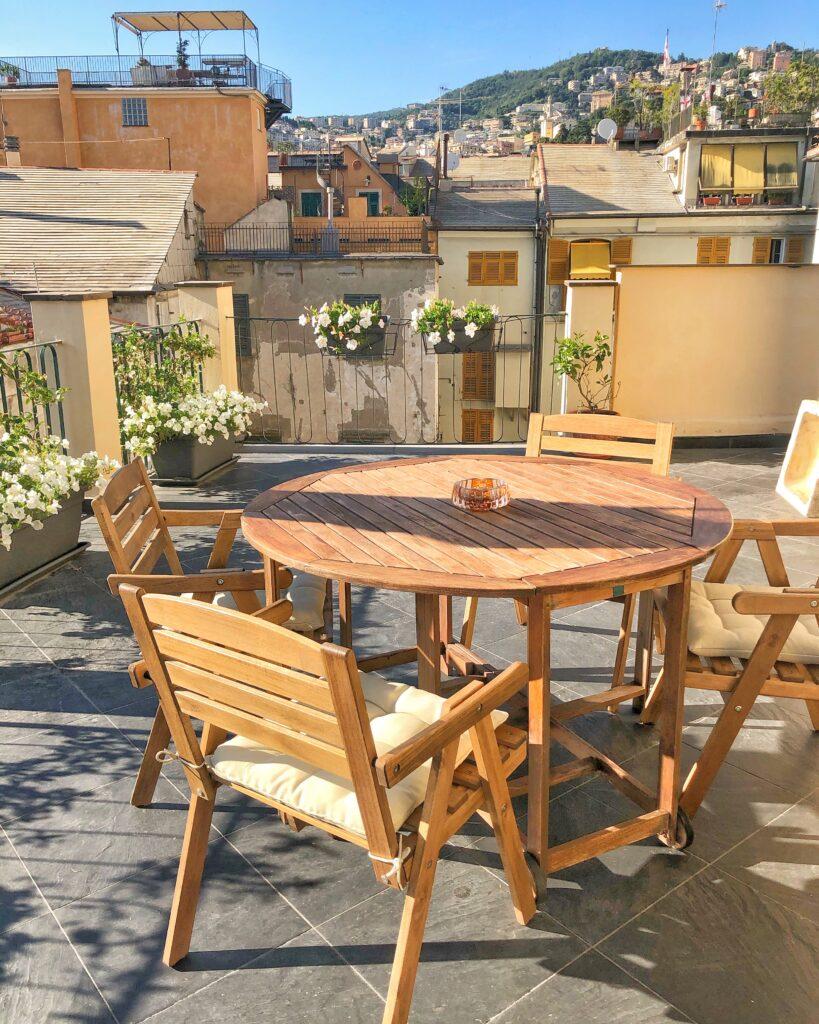 Un bellissimo terrazzo tra i tetti di Genova nel centro storico della città